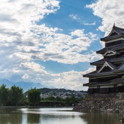 お城同好会! 白と黒のコントラストが美しい国宝松本城メインイメージ