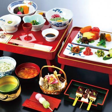 湯華の郷で食べる精進山菜料理~山菜を知り尽くす山菜女将が厳選してご提供~メインイメージ