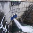 ダム放流1