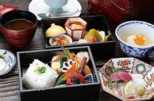梅まつり開催中 1千本の城州白梅林の散策と老舗和菓子屋 叶匠寿庵が手掛ける季節の料理メインイメージ