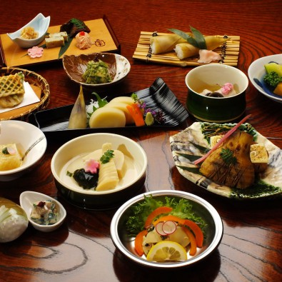 幻のタケノコ「白子筍」を使った京都・筍亭のたけのこ会席と花の長岡京巡りメインイメージ