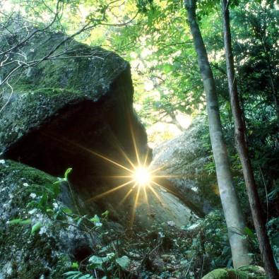 飛騨金山 地元ガイドが案内する巨石群 神秘の光体験&金山宿筋骨めぐりメインイメージ