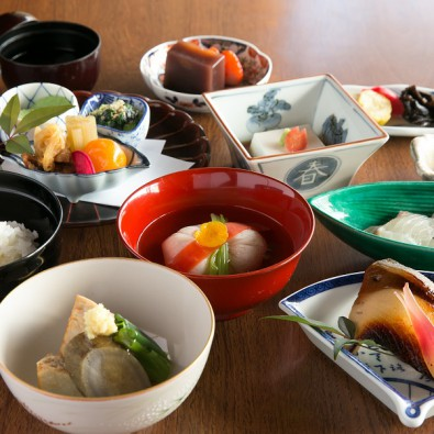 新春!奈良三社詣と料亭「菊水楼」で頂く正月和食膳メインイメージ