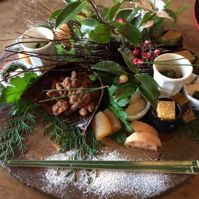 ミシュラン一つ星 茅葺き屋根建築で食べる『鄙茅』初夏の会席料理メインイメージ