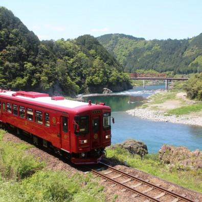 日本有数の人気観光列車!『観光列車ながら』のランチコースと郡上八幡メインイメージ