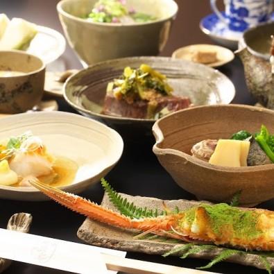 完全予約制「鹿部戸」で食べるフランス料理と懐石料理が融合した独創的な懐石料理ランチメインイメージ